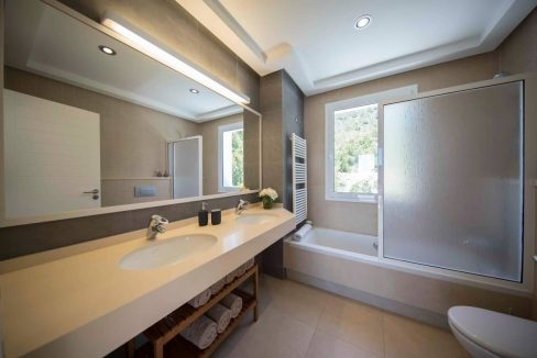 27.bathroomsuite1A