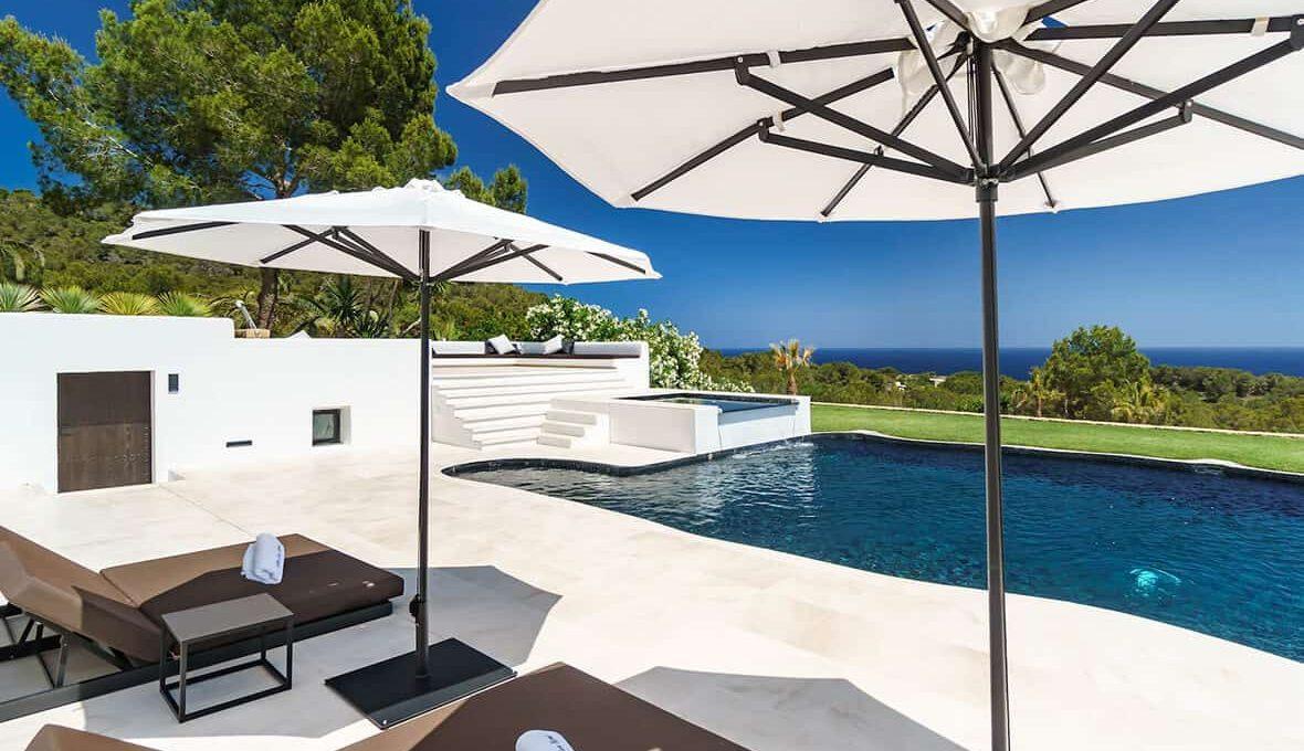 Garden and pool 10 - eivipvillas