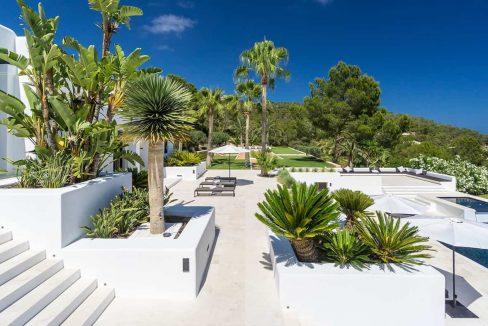 Garden and pool 11 - eivipvillas