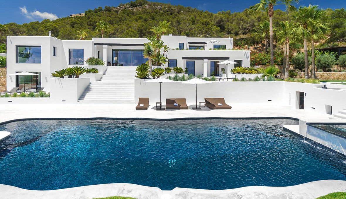 Garden and pool 2 - eivipvillas