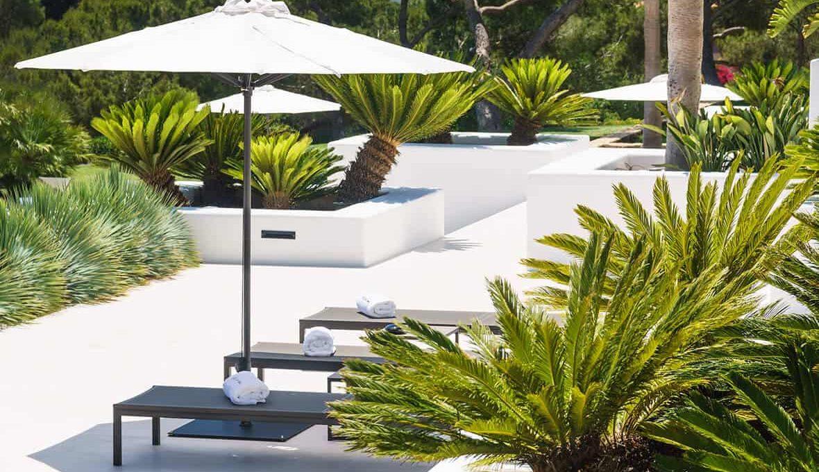 Garden and pool 3 - eivipvillas