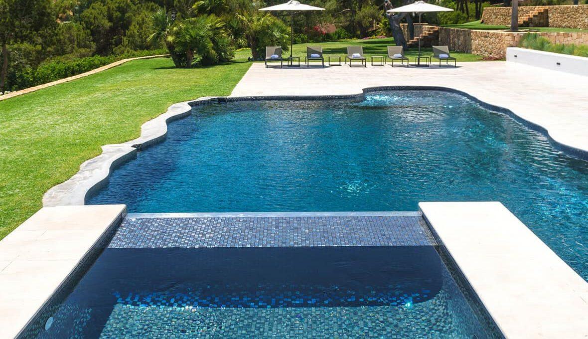 Garden and pool 4 - eivipvillas