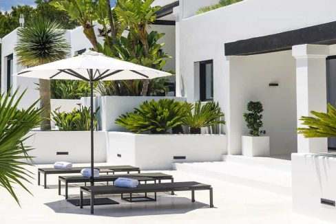 Garden and pool 8 - eivipvillas
