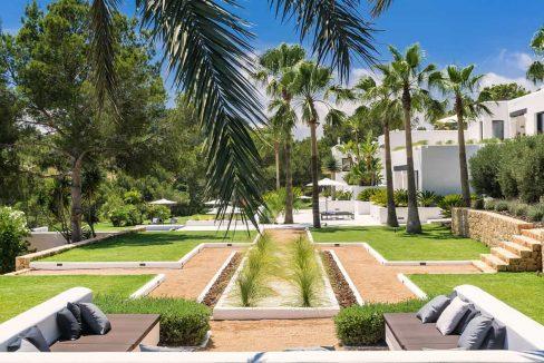Garden and pool 9 - eivipvillas