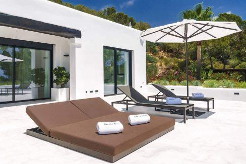 Master bedroom outside 1 - eivipvillas