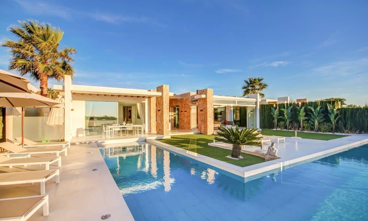 top-ten-villas-to-enjoy-a-sunset-in-cala-conta