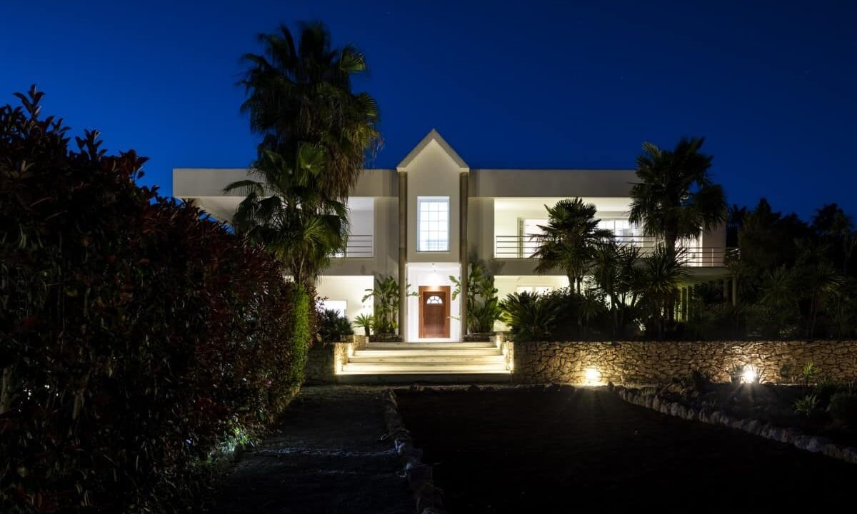 Villa Cult - Exterior by Night - 9