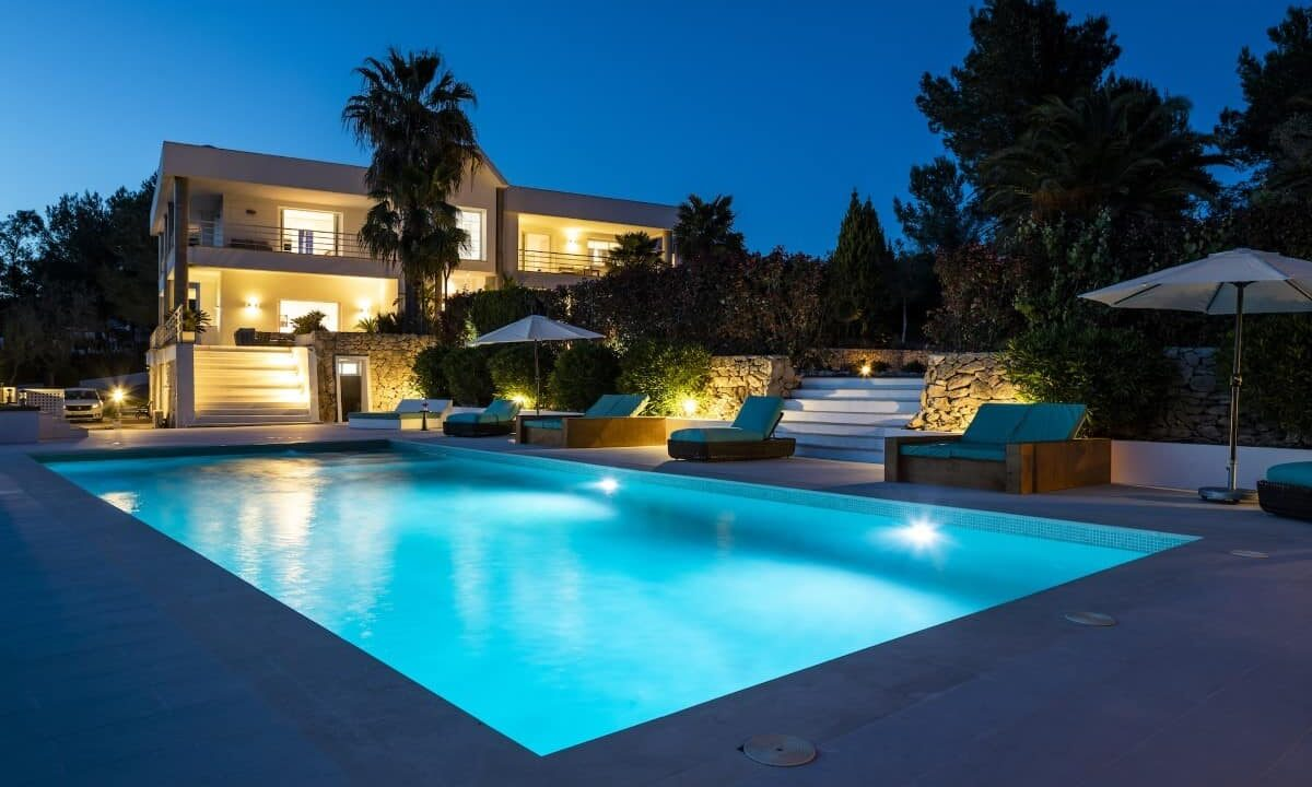 Villa Cult - Swimming Pool by Night - 3